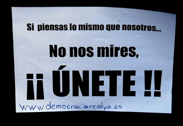 http://a10.idata.over-blog.com/600x412/4/28/77/15/cartel-democracia-real-ya.jpg
